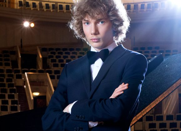 IVAN BESSONOV IN CONCERTO